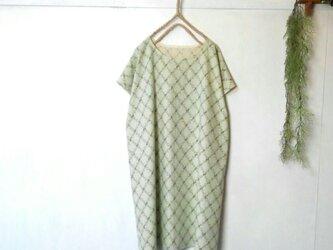 淡い グリーン の ワンピース ~ 花柄 チュニックの画像
