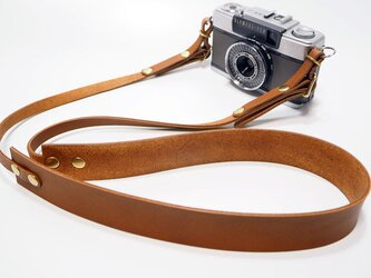 カメラストラップ シンプル 革 コンパクトカメラ デジカメ用の金具付き 日本製オイルヌメ革使用 キャメル系ブラウンの画像
