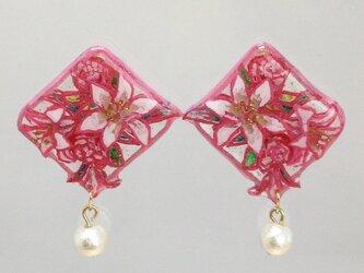 涼やかな百合とバラ模様のピアス(ピンク)の画像