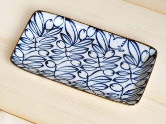 オリーブ柄のシカクトレーの画像