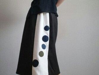 上品スカート泡ぶくぶく柄麻混炭黒ウエストゴムの画像