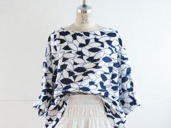 綿絽 紺白 落ち葉 ゆったり身幅のブラウス LLサイズの画像
