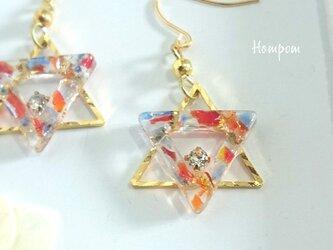 18p060・【送料無料】カラフル琉球ガラスの三角ピアス ホムポムの画像