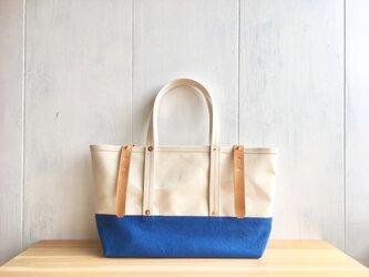 【在庫あり】トリコロール!青空色×生成りの鞄の画像