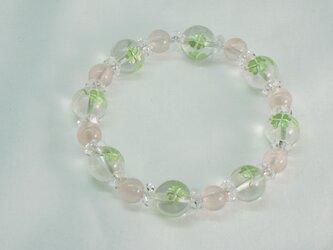 水晶四つ葉クローバー&ローズクォーツブレスレット 夏の画像