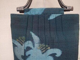 深緑地の百合模様ピンタックバッグの画像