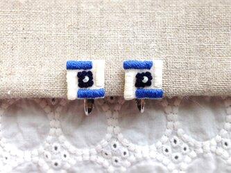 【受注制作】しかくのモザイクイヤリング(blue×white)の画像