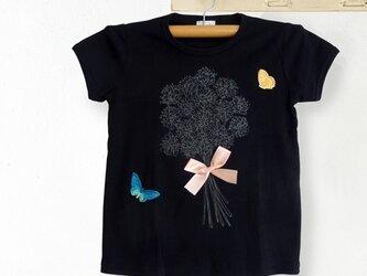 シロツメ草の花束Tシャツ(黒)の画像