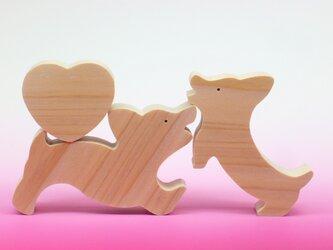 送料無料 木のおもちゃ コーギーとハートの画像