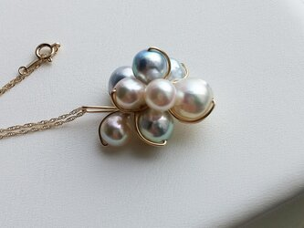 611-n/10K. dressy-pearl. akoya-blue&white : 華やかなペンダントの画像