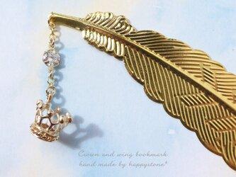 クラシカルな王冠と羽のブックマーカー(しおり)/ゴールドの画像