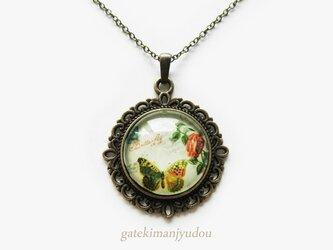 花と蝶のアンティーク調ネックレス【長さ変更可】の画像