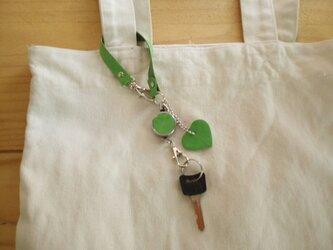レザーキーホルダー(伸びるコードリール・ストラップ付き) #緑本革【受注製作】の画像
