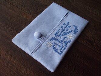 クロスステッチ花刺繍のティッシュケース ブルー×ブルー の画像