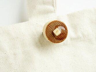 寄木ホットケーキブローチの画像