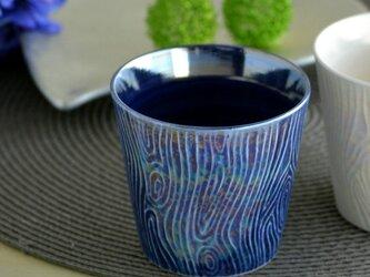 煌めく木目のロックカップ(青)の画像