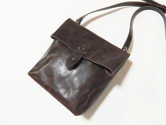 [受注生産] 封筒の形をした革のショルダーバッグ 焦げ茶の画像