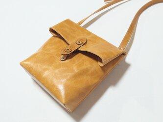 [受注生産] 封筒の形をした革のショルダーバッグ キャメルの画像