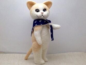 スカーフをしたネコさん(2)の画像