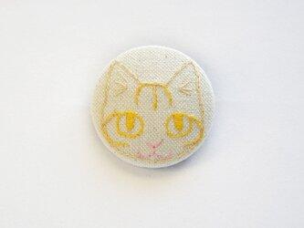 くるみボタンの刺繍ブローチ(トラ)の画像