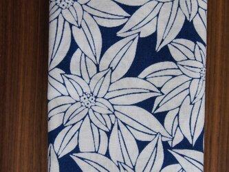 天然藍の型染め手拭い 大白花 の画像