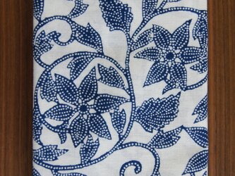 天然藍の型染め手拭い 鉄線唐草 の画像