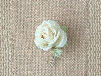 静かなオフホワイトの薔薇 S * シルク絖製 * コサージュの画像
