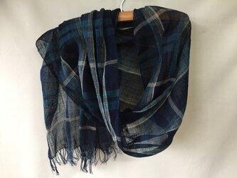 藍染めの手織り大判ストール  c26の画像