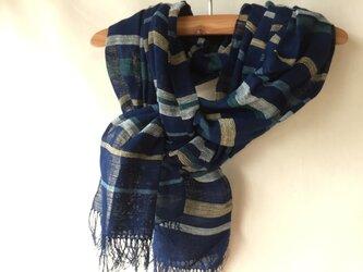 藍染めの手織りストール c24の画像