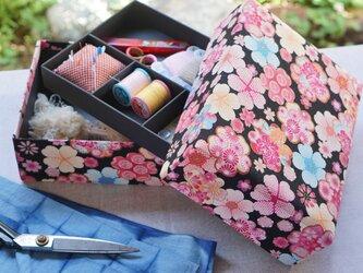 大花の裁縫箱の画像
