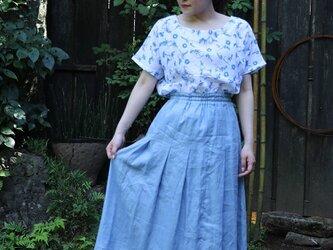 リネン、サックスブルーのロングスカートの画像