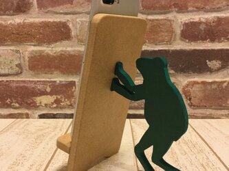 カエルが支えるスマホスタンド・iPhoneスタンド☆色見本から色を選べます☆の画像