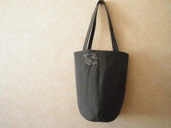 ほそながいトートバッグ チャコールグレーに鳥さんの刺繍の画像