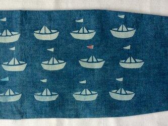 藍染め ブックカバー 「夏期休暇」水色の旗 赤い旗の画像