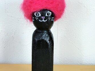 木彫りのアフロ猫 黒の画像