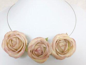 ピンクローズワイヤーネックレスの画像
