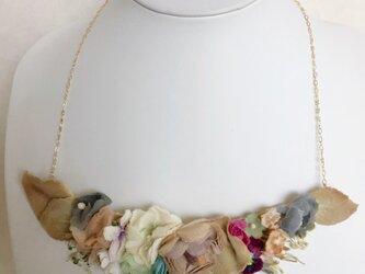 ヴィンテージペップを使ったフラワーーネックレスの画像
