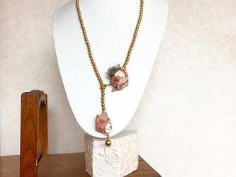 ローズピンクブーケのパールラリエットの画像