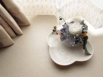 203:【好評再販7】お部屋が華やかに!プリザーブドフラワーの小物トレイの画像