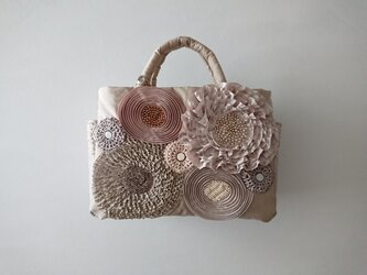 beige ribbon flower standard bagの画像
