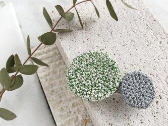 編み丸バレッタ 緑白とグレーの画像