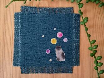 藍地 水玉 すわり猫のコースターの画像