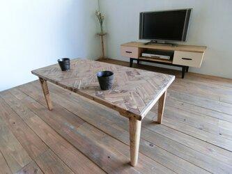 ヘリンボーン柄のローテーブル ブラウンの画像