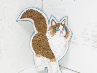 歩いてる猫ちゃん*刺繍ブローチの画像