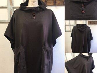 再販×2 NEWバージョン  男女兼用❤️カットソー素材のポンチョ風五分袖パーカー(こげ茶)男女フリー  L〜L Lの画像