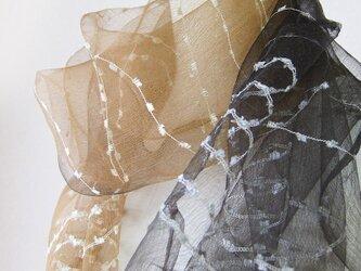 ☆セール第二弾☆ 草木染め 黒と茶 2色のシルクショール(栗の花)の画像