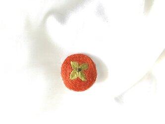 柿刺繍のブローチの画像