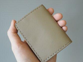 手縫いのボックスコインケース グレーの画像