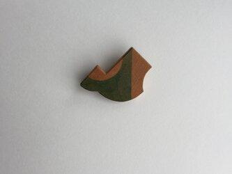 山と湖ブローチ/イチイの画像