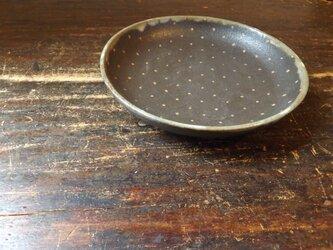 黒ドットパスタ皿の画像